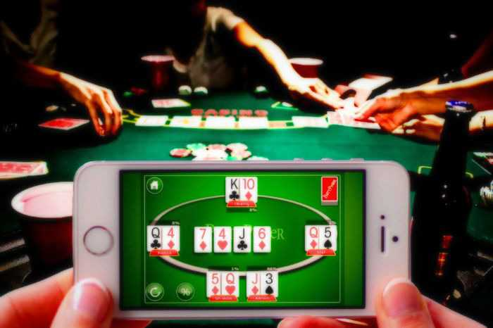 Feature of the game of online poker